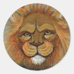 Diversión poderosa del león que pinta al juez etiqueta redonda