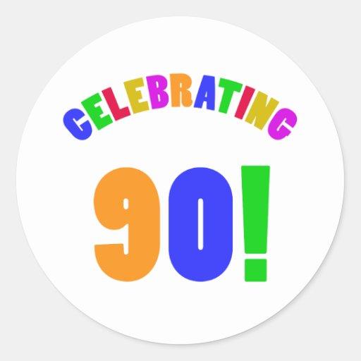 Diversión que celebra 90 regalos de cumpleaños pegatina redonda