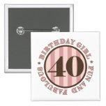 Diversión y 40.os regalos de cumpleaños fabulosos pins