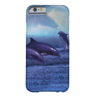 Diversión y juego de los delfínes funda de iPhone 6 barely there