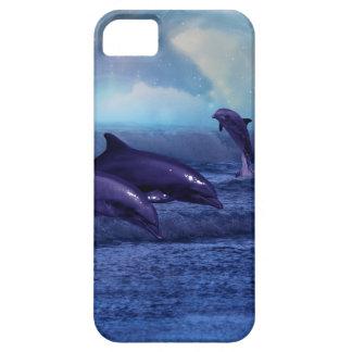 Diversión y juego de los delfínes iPhone 5 funda