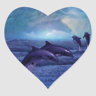 Diversión y juego de los delfínes pegatina en forma de corazón