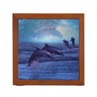 Diversión y juego de los delfínes portalápices