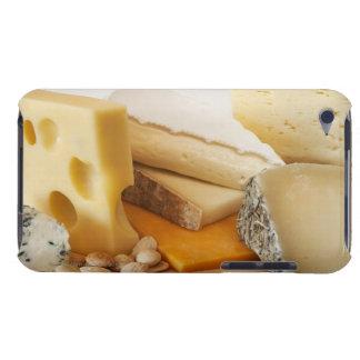 Diversos quesos en la tajadera Case-Mate iPod touch funda
