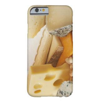 Diversos quesos en la tajadera funda para iPhone 6 barely there