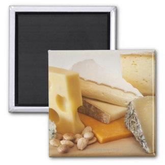 Diversos quesos en la tajadera imán cuadrado