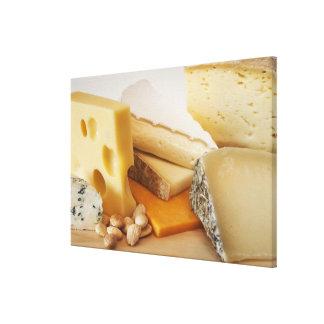 Diversos quesos en la tajadera impresión en tela