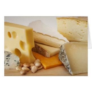 Diversos quesos en la tajadera felicitaciones