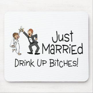 Divertido apenas casado casando la tostada mouse pads