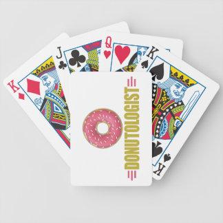 Divertido asperje al amante del buñuelo barajas de cartas