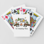 Divertido es deporte al aire libre del tiempo que  barajas de cartas
