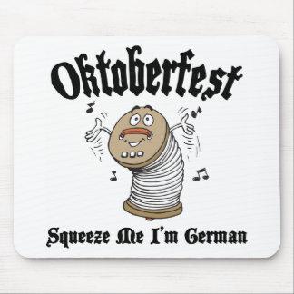 Divertido exprímame que soy alemán Oktoberfest Tapetes De Ratones