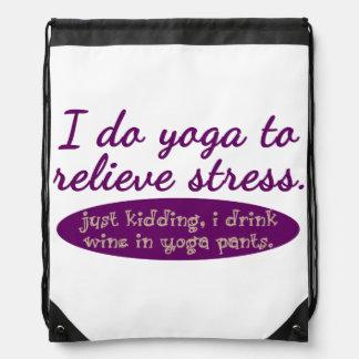 """Divertido """"hago yoga para aliviar la tensión """" mochila"""