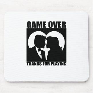 """Divertido, """"juego sobre"""" diseño de la boda tapete de ratón"""