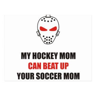 Divertido - mi mamá del hockey puede batir para ar tarjeta postal