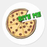 Divertido muérdame pizza etiquetas redondas