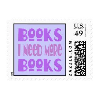 Divertido necesito más camiseta de los libros estampillas