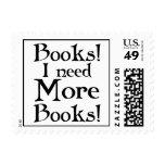 Divertido necesito más camiseta de los libros sellos