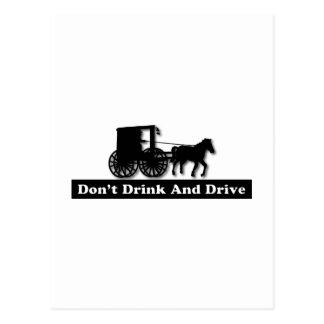 Divertido no beba y no conduzca postal