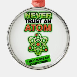 Divertido nunca confíe en un átomo adorno de navidad