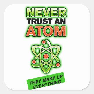 Divertido nunca confíe en un átomo pegatina cuadrada