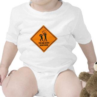 Divertido que es supervisado trajes de bebé