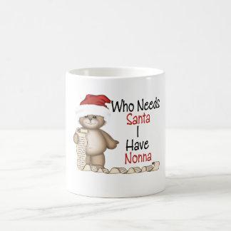 Divertido quién necesita a Santa Nonna Taza Clásica