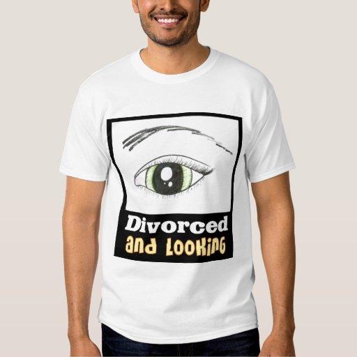 Divorciado y mirando la camiseta playeras