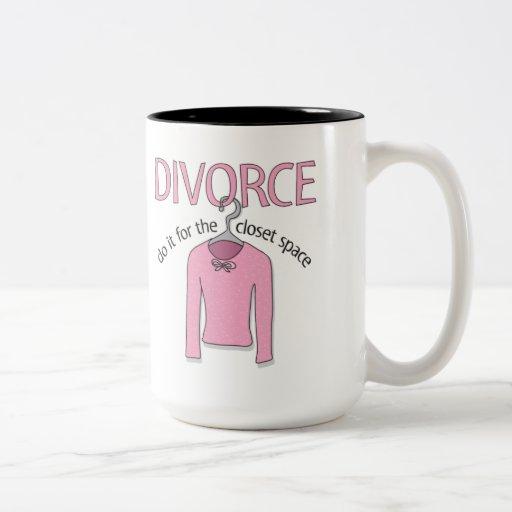 Divorcio para el espacio del armario tazas