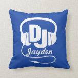 DJ azul y el blanco añaden su almohada conocida