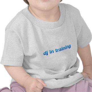 DJ en el entrenamiento - mezclador del vinilo de Camisetas