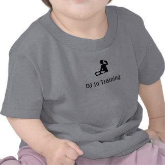 DJ en el niño T del entrenamiento Camiseta