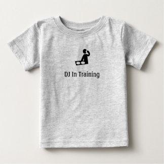DJ en el niño T del entrenamiento Playera De Bebé