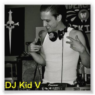 DJ oficial embroma la foto de V Cojinete