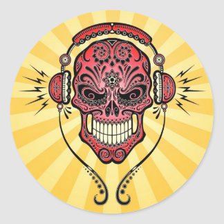 DJ rojo y amarillo azucara el cráneo con los rayos Pegatina Redonda