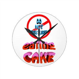 do not disturb eating cake round clock
