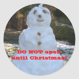 Do Not Open Until Christmas Snowman Seashell Hat Classic Round Sticker