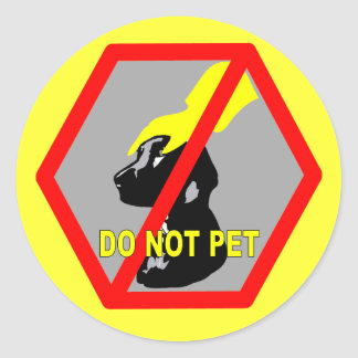 DO NOT PET DOG CLASSIC ROUND STICKER