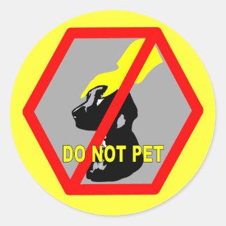 DO NOT PET DOG CLASSIC ROUND STICKER