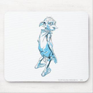 Dobby que mira sobre 1 alfombrilla de raton