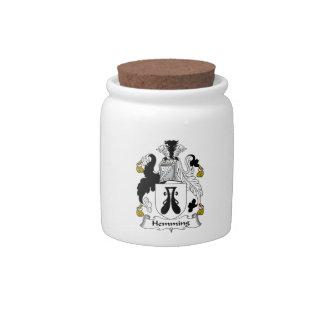 Dobladillar el escudo de la familia jarra para caramelo