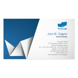 Dobleces de Origami de la tarjeta de visita del