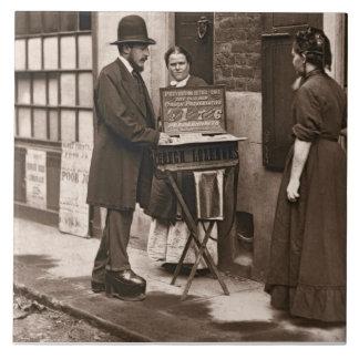 Doctor de la calle, 1876-77 (woodburytype) azulejo cuadrado grande
