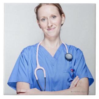 Doctor de sexo femenino 2 azulejo cuadrado grande