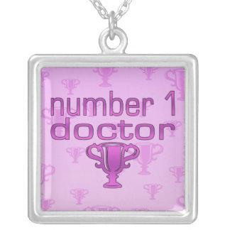 Doctor del número 1 en rosa colgante cuadrado