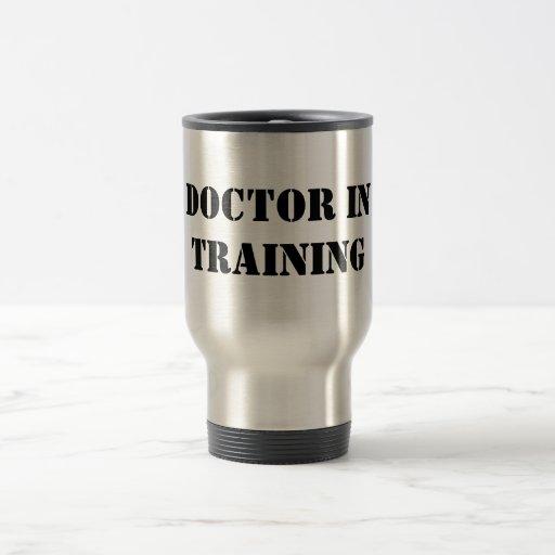 Doctor en el entrenamiento - un tamaño de fuente tazas