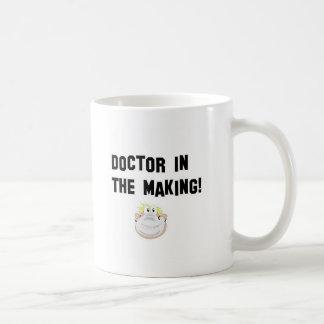 Doctor en la fabricación taza