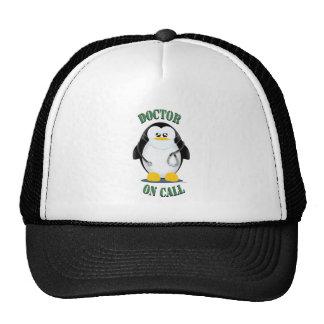 Doctor en pingüino de la llamada gorras de camionero