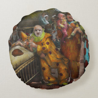 Doctor - Fear of clowns 1923 Round Pillow