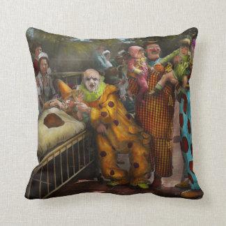 Doctor - Fear of clowns 1923 Throw Pillow